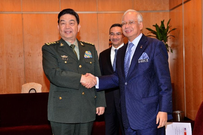 Bo truong My nhan manh duy tri hoat dong o Bien Dong hinh anh 2 Thủ tướng Malaysia Najib Razak tiếp Bộ trưởng Quốc phòng Trung Quốc đến công tác ở Kuala Lumpur ngày 3/11. Ảnh: Xinhua
