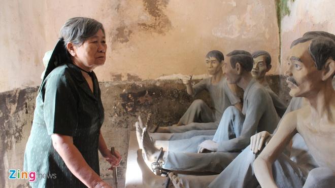Nhung cuu tu quyet o lai chon 'dia nguc tran gian' hinh anh 1 Nữ cựu tù kháng chiến Côn Đảo Nguyễn Thị Ny thăm lại nhà tù nơi từng giam giữ bà và các đồng đội. Bà là một trong những cựu tù đang sống ở Côn Đảo.