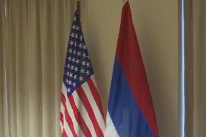 Quoc ky Nga suyt bi treo nguoc o cuoc gap Kerry - Lavrov hinh anh