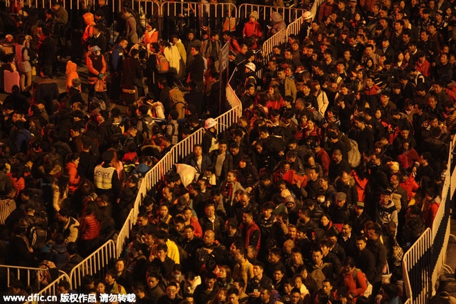 100.000 nguoi Trung Quoc chen lan o ga tau cho ve que an Tet hinh anh 4