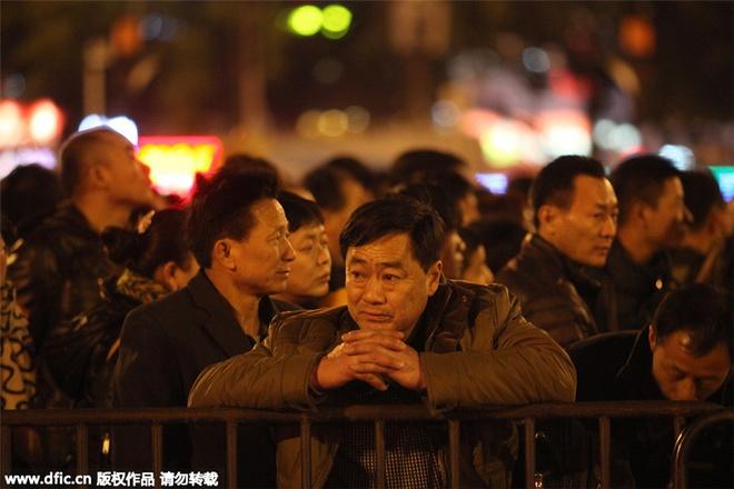 100.000 nguoi Trung Quoc chen lan o ga tau cho ve que an Tet hinh anh 8