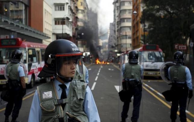 Hong Kong buoc toi 37 nguoi bieu tinh ngay mung 1 Tet hinh anh
