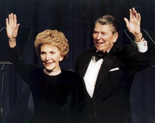 Cuu de nhat phu nhan My Nancy Reagan qua doi hinh anh 1