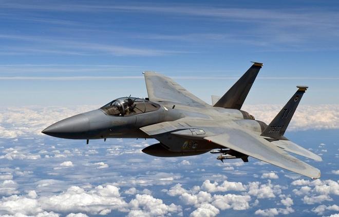 My trien khai may bay chien dau F-15 de phong Nga hinh anh 1