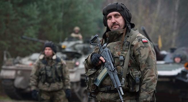 Ba Lan tap tran lon nhat voi NATO de phong Nga hinh anh