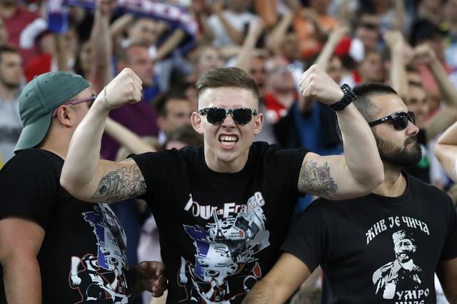 Cuoc dau cua nhung hooligan o Euro 2016 hinh anh