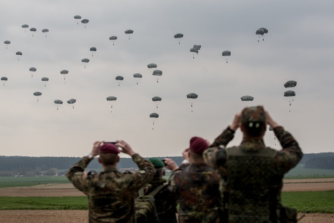 Nga, hiem hoa IS va Brexit phu bong hoi nghi NATO hinh anh 1