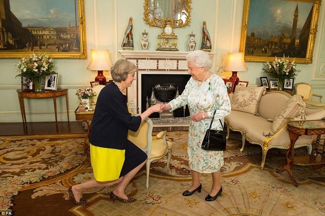 Ba Theresa May chinh thuc tro thanh thu tuong Anh hinh anh