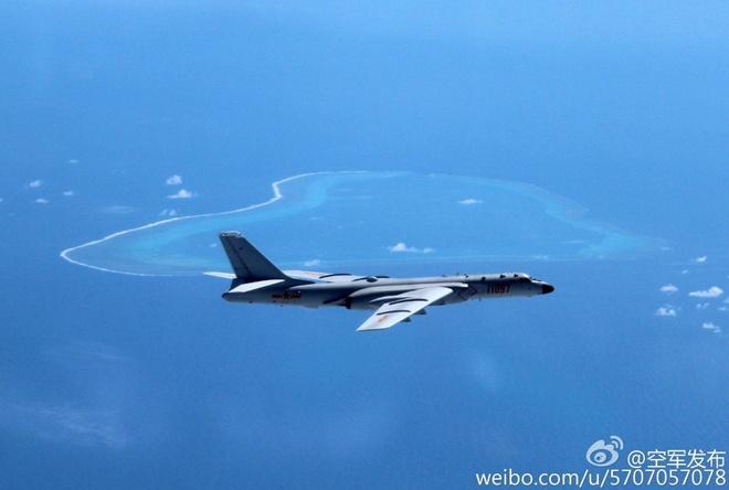 May bay nem bom Trung Quoc bay qua bai Scarborough hinh anh 1