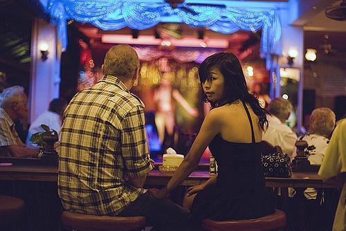 Quan bar Sai Gon: Disneyland cua cac ong Tay nghi huu hinh anh