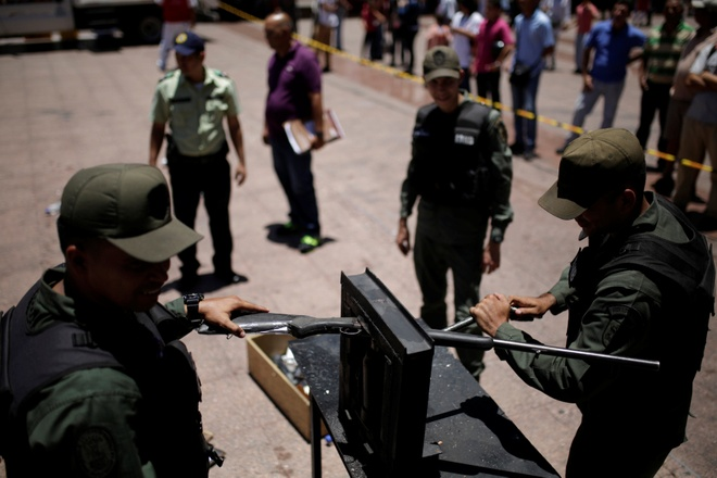 Venezuela huy 2.000 khau sung de kiem che toi pham hinh anh