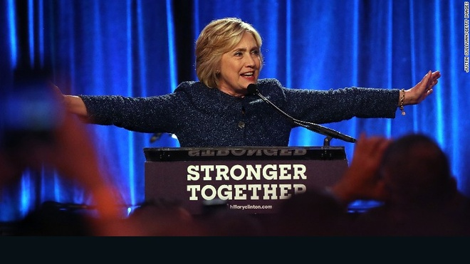 Clinton noi cu tri ung ho Trump dang thuong anh 1