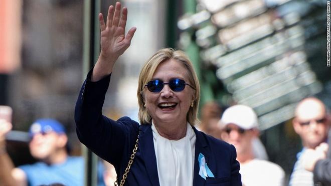 Lo diem yeu suc khoe, phe Clinton roi vao khung hoang hinh anh