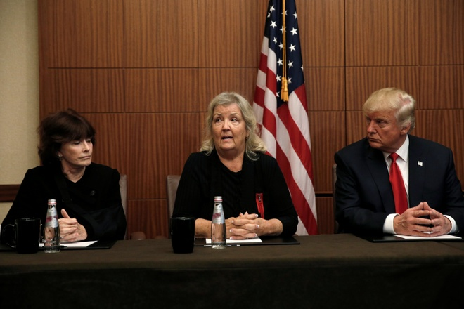 Trump xuat hien cung nguoi to Bill Clinton lam dung tinh duc hinh anh 1