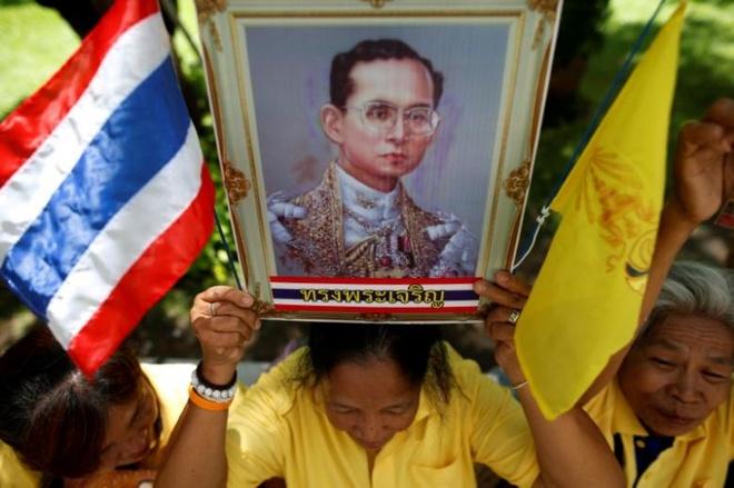 Suc khoe quoc vuong Thai Lan bat on sau loc mau hinh anh 1