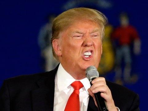 Chay nuoc rut, Donald Trump quyet choi ban toi cung hinh anh