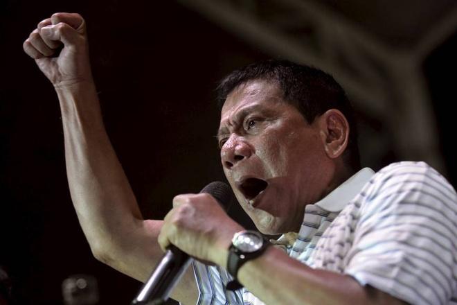 Duterte lai noi gian voi My vi vu dung ban 26.000 khau sung hinh anh 1