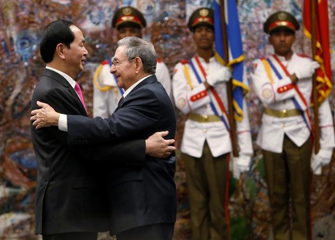Chu tich Tran Dai Quang hoi dam cung Chu tich Raul Castro hinh anh 1