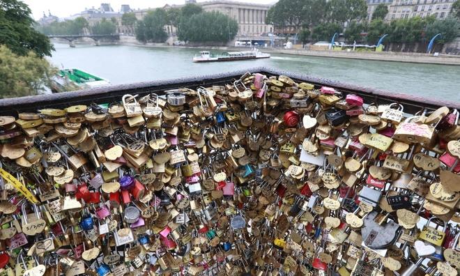 ban khoa tinh yeu o Paris anh 1