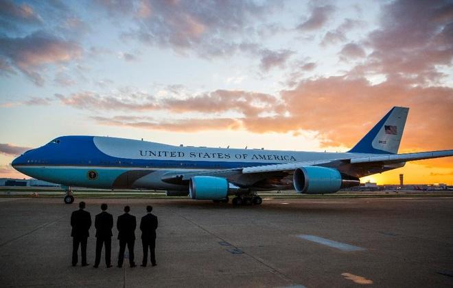 Che Air Force One, Trump van se phai roi chuyen co dat vang hinh anh 1