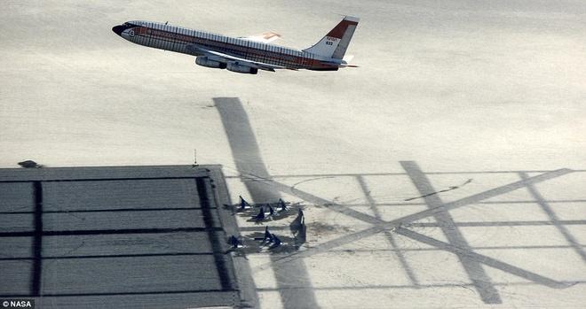 Khoanh khac Boeing 720 roi trong cuoc thu nghiem hinh anh 1