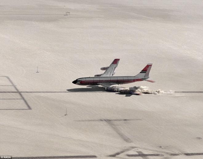 Khoanh khac Boeing 720 roi trong cuoc thu nghiem hinh anh 2