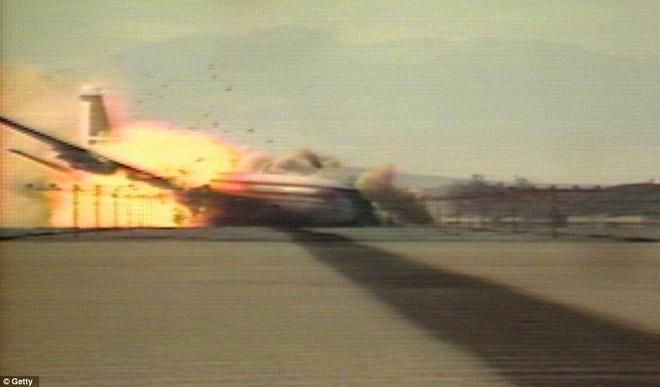 Khoanh khac Boeing 720 roi trong cuoc thu nghiem hinh anh 5