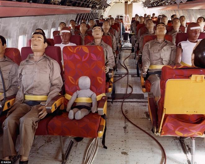 Khoanh khac Boeing 720 roi trong cuoc thu nghiem hinh anh 7