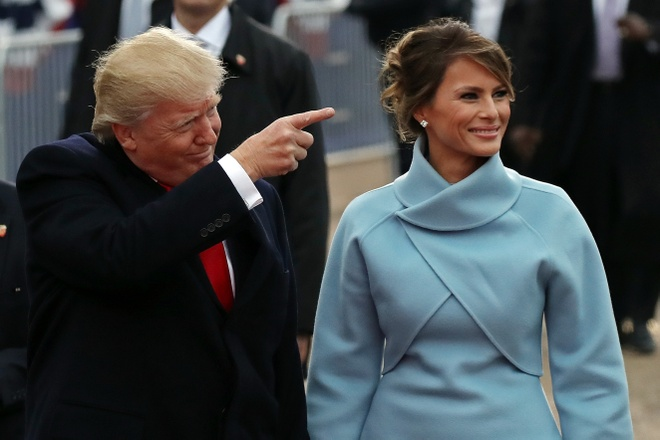 Le nham chuc vang ve va cam xuc doi nghich cua Trump hinh anh