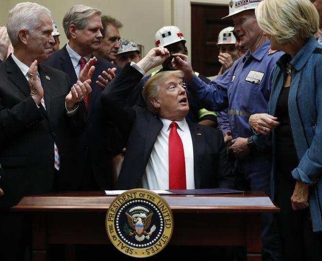 Nhung 'bom tan' Trump tung ra trong thang thu 2 o Nha Trang hinh anh