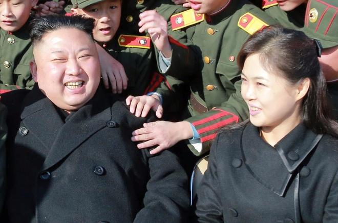 Vo Kim Jong Un tai xuat tuoi tan ben chong sau nhieu thang hinh anh
