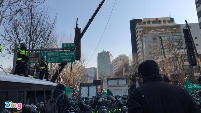 Zing.vn tuong thuat su kien tong thong Han Quoc bi phe truat tu Seoul hinh anh 1