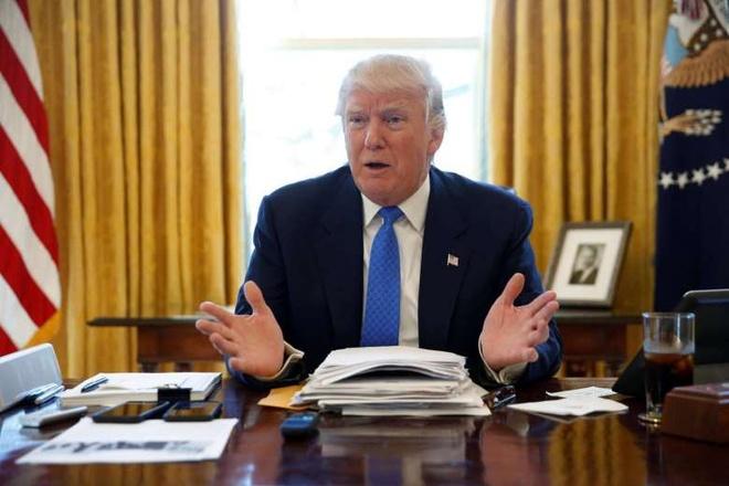 Nut do tren ban lam viec de goi nuoc ngot cua Trump hinh anh 1