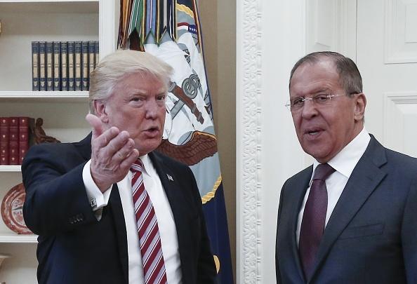 Trump co bi luan toi khi tiet lo tin tinh bao voi Nga? hinh anh 1