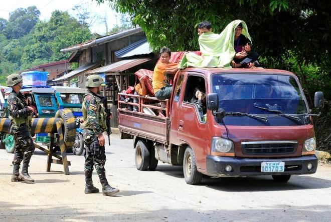 Phien quan than IS khien hang nghin nguoi Philippines so tan hinh anh