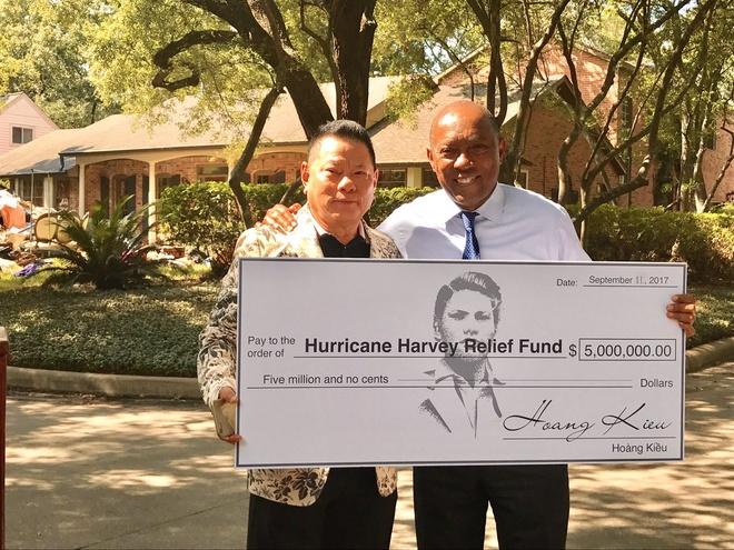 Ty phu Hoang Kieu ho tro 5 trieu USD khac phuc bao Harvey o Houston hinh anh