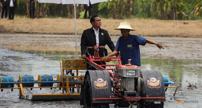 Khong con Yingluck, phe quan su Thai muon nam quyen lau hon? hinh anh