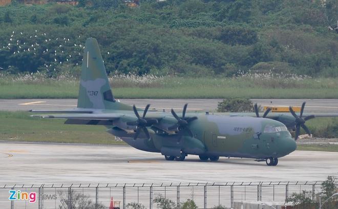 'Ngua tho' C-130 dua xe cua tong thong Han Quoc den Da Nang hinh anh 2