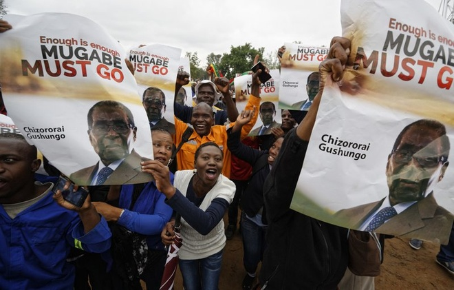 Dan Zimbabwe xuong duong doi ket thuc 'trieu dai Mugabe' hinh anh