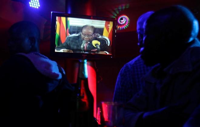 Tong thong Zimbabwe khong tu chuc anh 1
