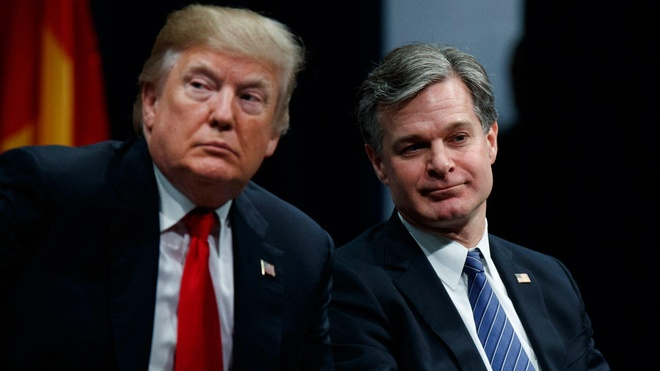 'Ghe nong' cua giam doc FBI va no luc doi pho voi Trump hinh anh