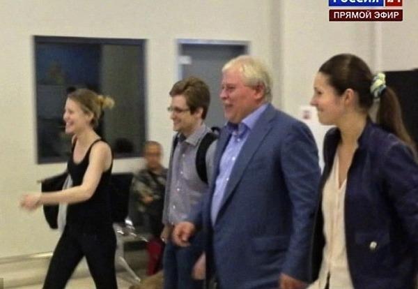 Snowden tron chay: Co thu o Moscow va ke hoach tung hoa mu voi My hinh anh