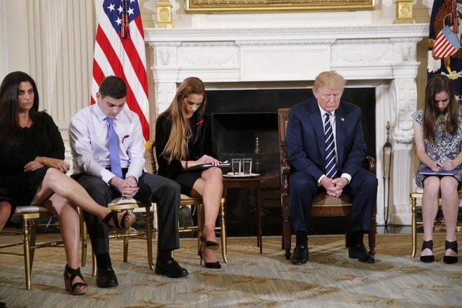 Sau xa sung Florida, Trump ung ho trang bi sung cho giao vien hinh anh 1