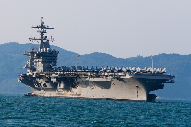 4 ngay 'lich su' cua sieu tau san bay USS Carl Vinson tai Da Nang hinh anh