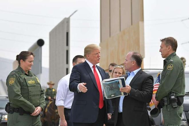Ong Trump di thi sat 'Van ly truong thanh' ngan cach voi Mexico hinh anh 1