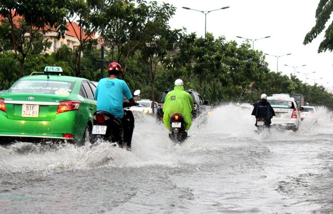 Cac tuyen duong quanh san bay Tan Son Nhat bien thanh song hinh anh 1
