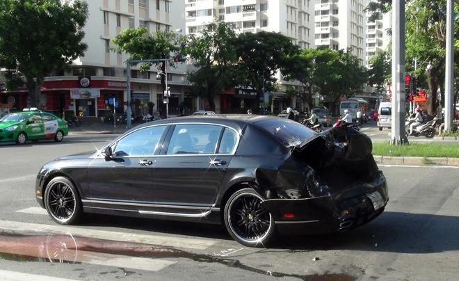 Bentley hon 10 ty bi xe container huc vang 10 m o Sai Gon hinh anh 1