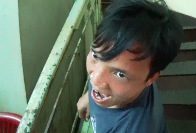 Thanh nien nghi ngao da doa dot xe CSGT tai Sai Gon hinh anh