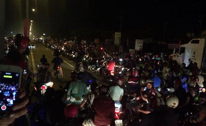 Bong hong lieu mang cung quai xe tung hoanh quoc lo 51 hinh anh 1