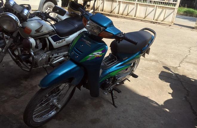 CSGT bat ten trom xe may tren pho Sai Gon hinh anh 2